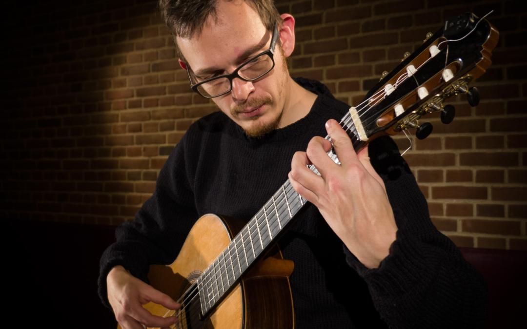 Allan Sjølin spiller i Husum Kirke
