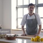 David Johansen viser hvordan man lettest åbner østers